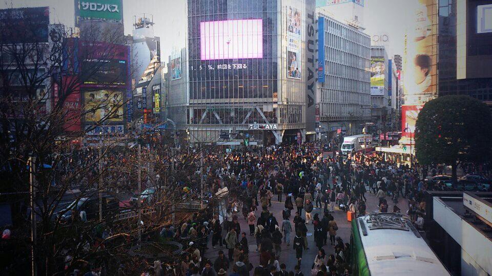 Cruce de Shibuya repleto de gente.