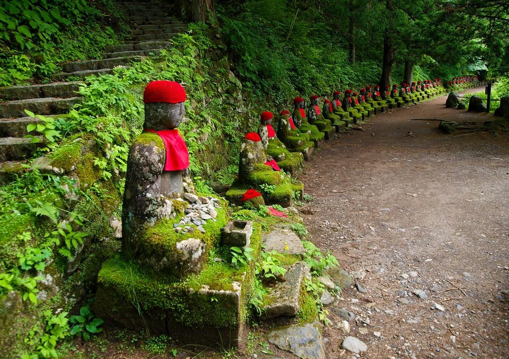 Estatuas Jizō. Foto de Grumbler %-|