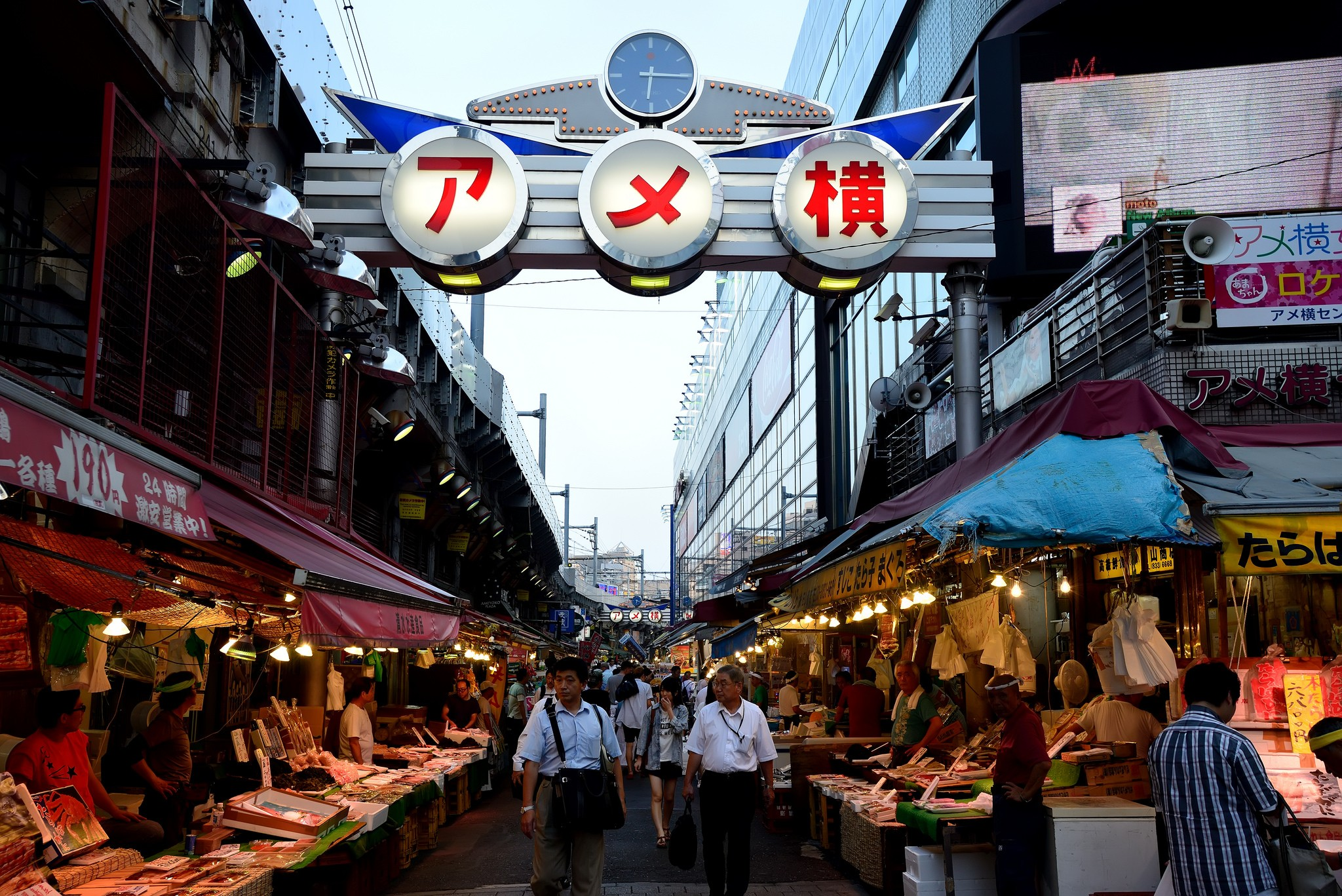 Mercado de Ameyoko, foto de Max Chu.