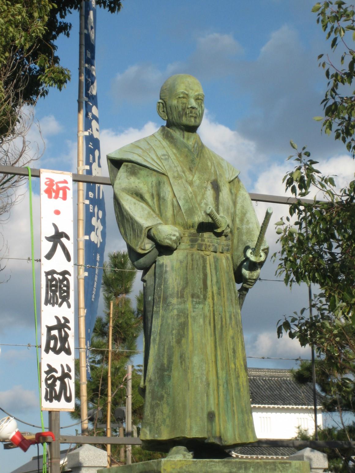 estatua en honor de Ouishi