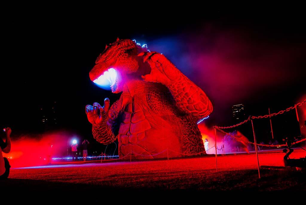 Estatua de la promoción de la película de Godzilla