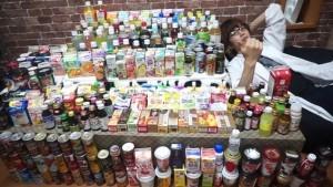 Hajime junto a todo su arsenal de bebidas