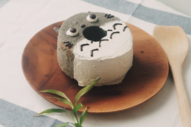 Totoro Black Sesame Chiffon Cake. Foto de Erika Low