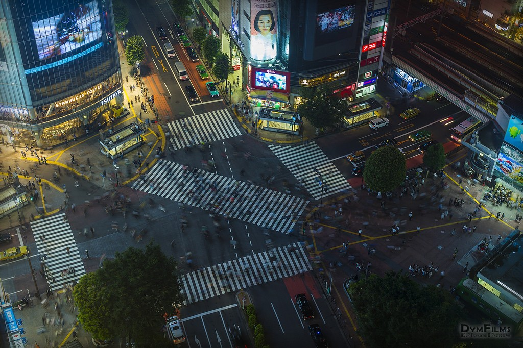 Shibuya crossing by night. Foto de DymFilms