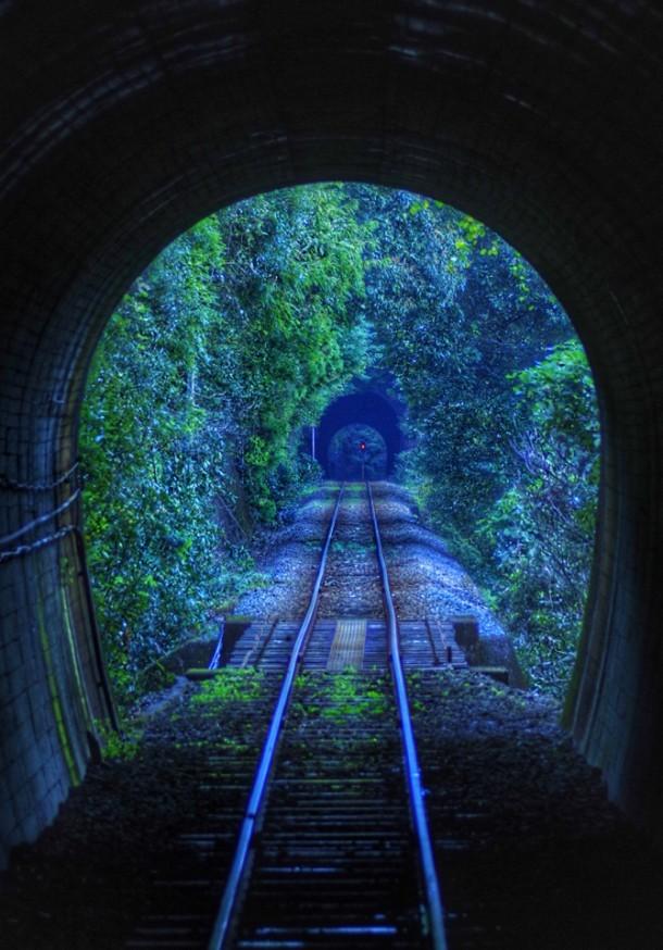 トンネルを抜けるとそこはトンネルだった. Foto de keizo.okuzono