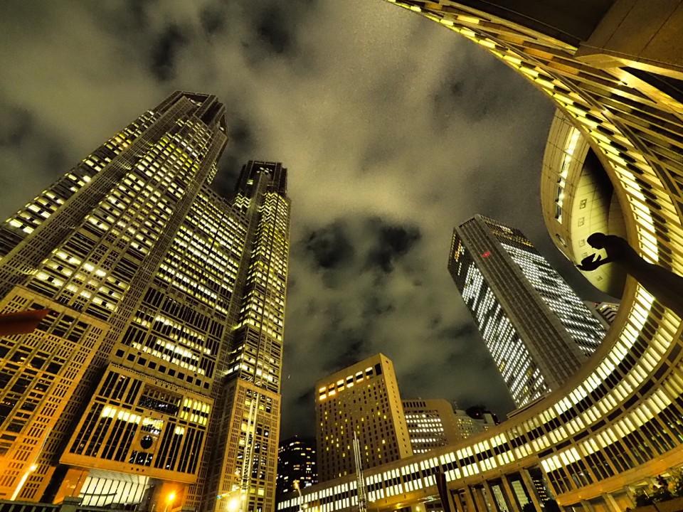 都庁を見上げる. Foto de 298joe