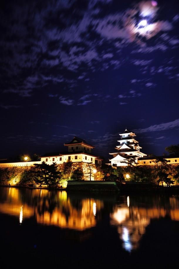 月夜の今治城. Foto de risa-negishi