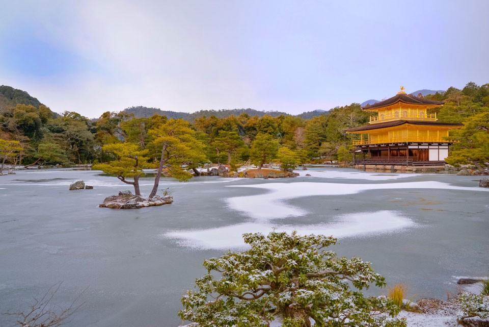 冬の鹿苑寺. Foto de Hiro777