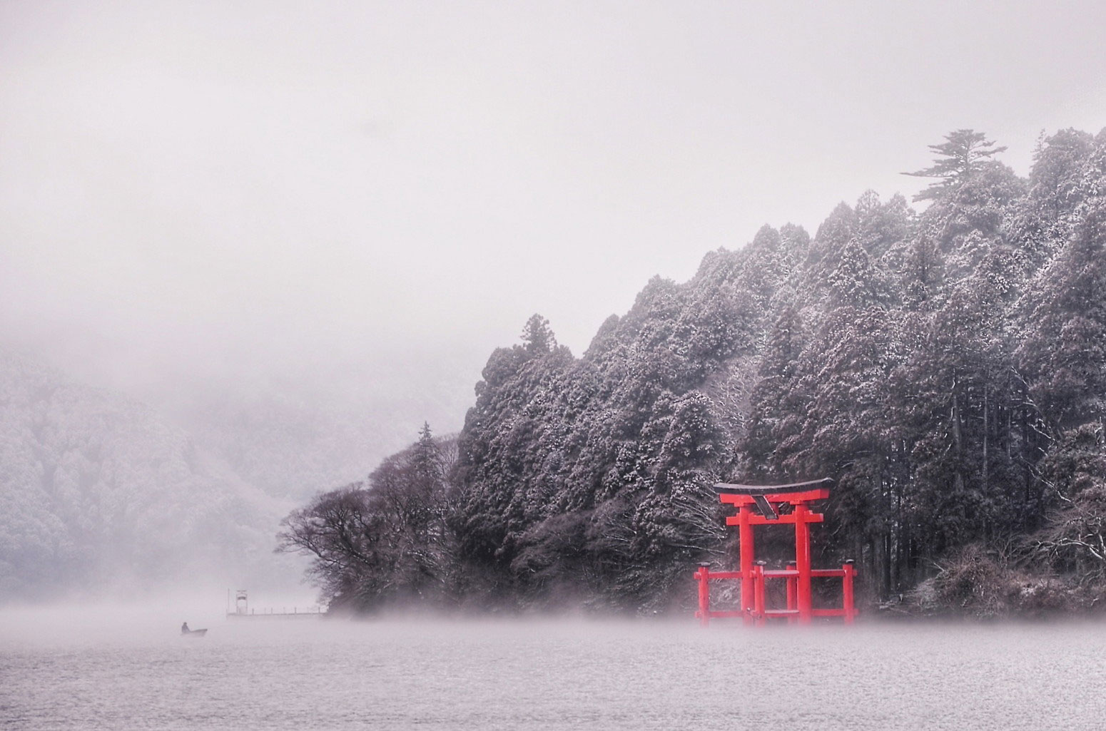 Ashinoko: Lone Fisherman. Foto de philip.graham1