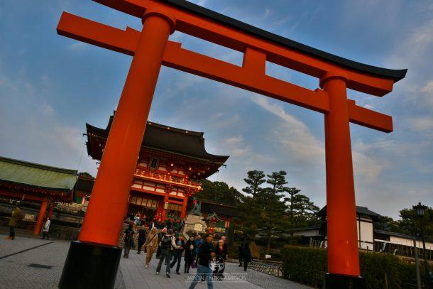 El atardecer en el templo Fushimi Inari Taisha