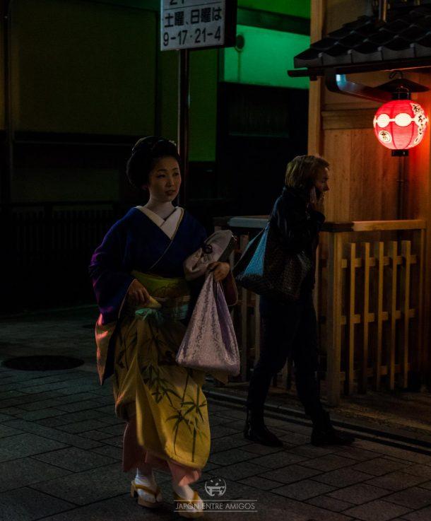 Sayaka-san, una geiko en las calles de Gion