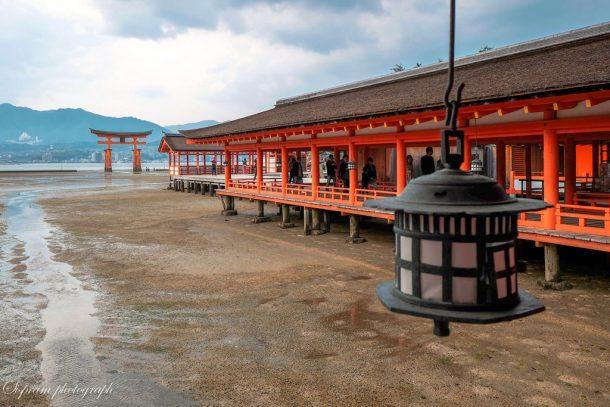 Itsukushima Shrine at low tide. Foto de siswanto_p